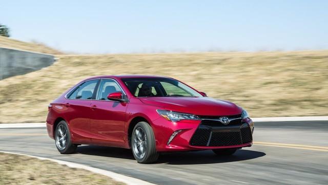 Là thần giữ giá tại Việt Nam, Toyota Camry lại lọt top xe mất giá thảm tại Mỹ - Ảnh 2.