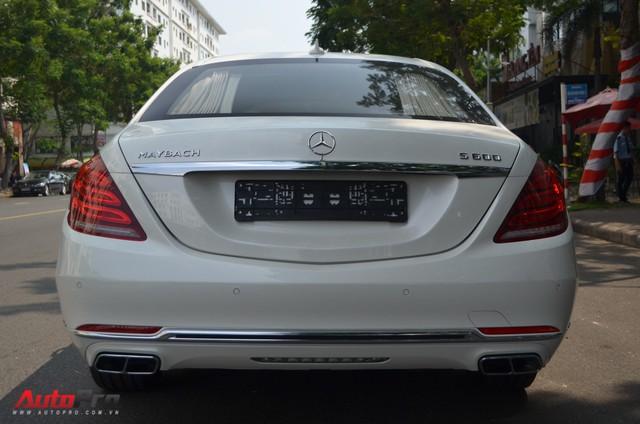Vừa thông quan, Mercedes-Maybach S600 Pullman đầu tiên Việt Nam đã lượn phố - Ảnh 12.