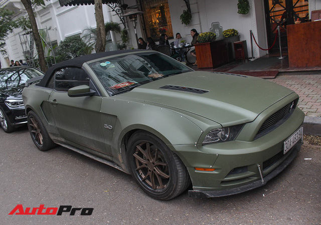 Ngắm Ford Mustang độc nhất Việt Nam độ widebody của chồng ca nương Kiều Anh - Ảnh 1.