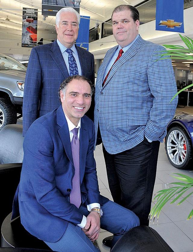 Người bán nhiều xe nhất thế giới sở hữu mánh khóe gì? - Ảnh 1.