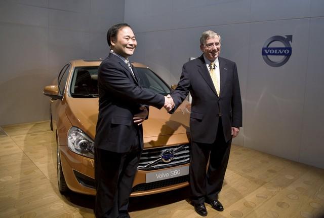 Chân dung tỷ phú Trung Quốc vừa trở thành cổ đông cá nhân lớn nhất của công ty mẹ Mercedes-Benz - Ảnh 2.