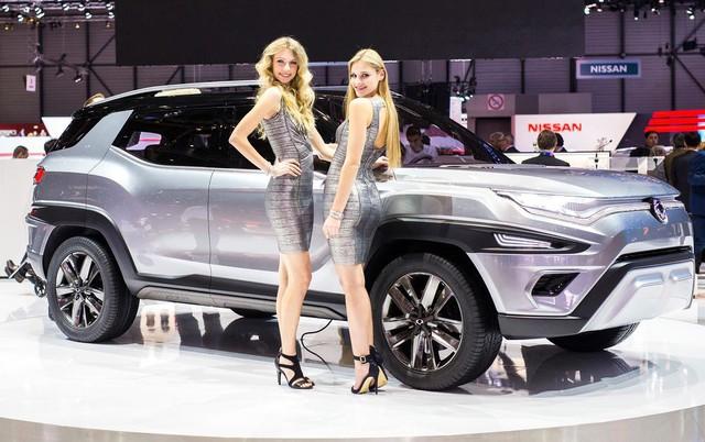 Các hãng xe lớn dần nói không với người mẫu nữ thiếu vải - Ảnh 1.