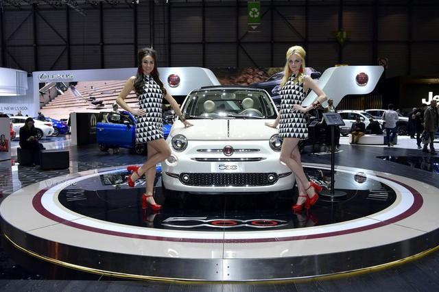 Các hãng xe lớn dần nói không với người mẫu nữ thiếu vải - Ảnh 3.