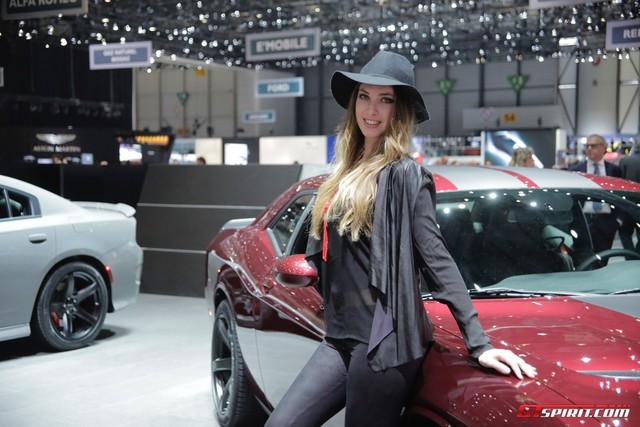 Các hãng xe lớn dần nói không với người mẫu nữ thiếu vải - Ảnh 4.