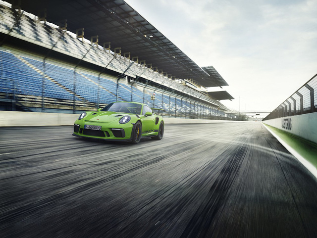 Xe đua thể thao Porsche 911 GT3 RS có giá gần 14 tỷ đồng tại Việt Nam - Ảnh 2.