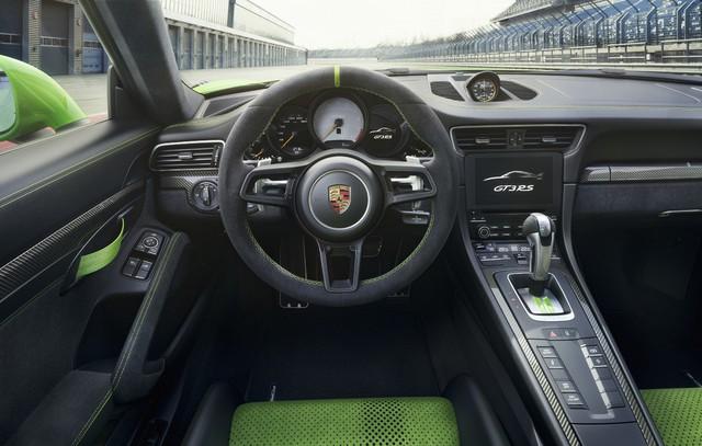 Xe đua thể thao Porsche 911 GT3 RS có giá gần 14 tỷ đồng tại Việt Nam - Ảnh 6.