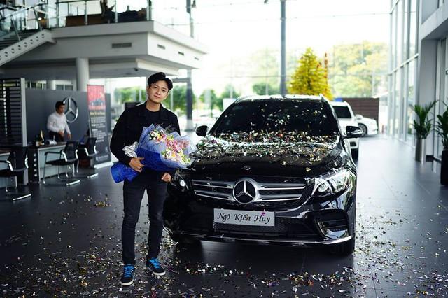 Ngô Kiến Huy mua Mercedes-Benz GLC300 hơn 2 tỷ đồng - Ảnh 1.