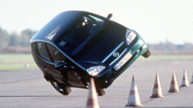 Mercedes-Benz A-Class đã trưởng thành như thế nào sau 20 năm? - Ảnh 2.