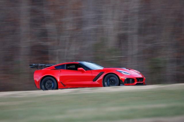 Thợ cơ khí lái Chervolet Corvette ZR1 2019 đánh bại tay đua lái siêu xe Ford GT - Ảnh 3.