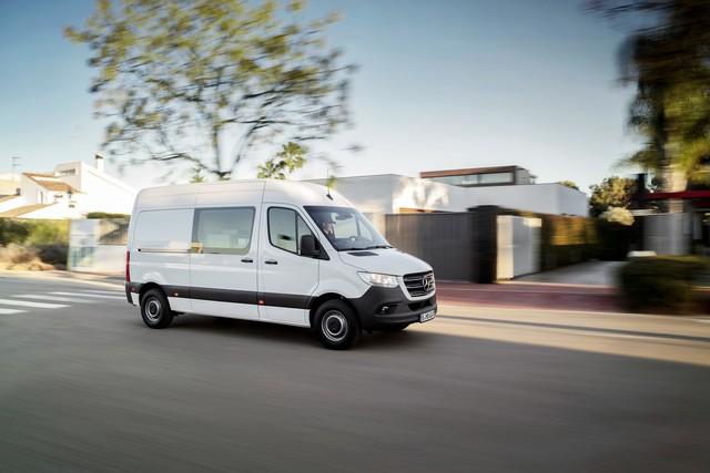Mercedes-Benz Sprinter thế hệ mới chính thức trình làng - Ảnh 7.