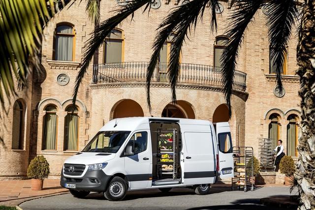 Mercedes-Benz Sprinter thế hệ mới chính thức trình làng - Ảnh 6.