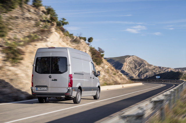 Mercedes-Benz Sprinter thế hệ mới chính thức trình làng - Ảnh 10.