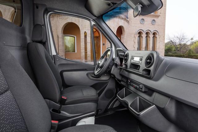 Mercedes-Benz Sprinter thế hệ mới chính thức trình làng - Ảnh 11.