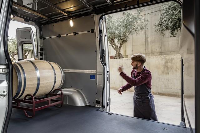 Mercedes-Benz Sprinter thế hệ mới chính thức trình làng - Ảnh 15.