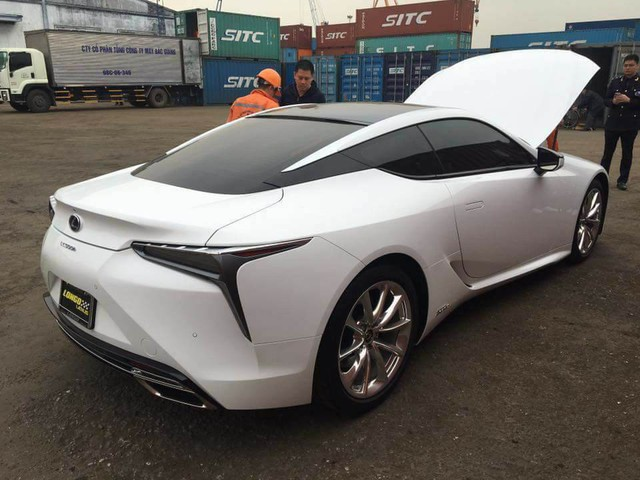Lexus LC 500h thứ hai xuất hiện tại Việt Nam - Ảnh 1.