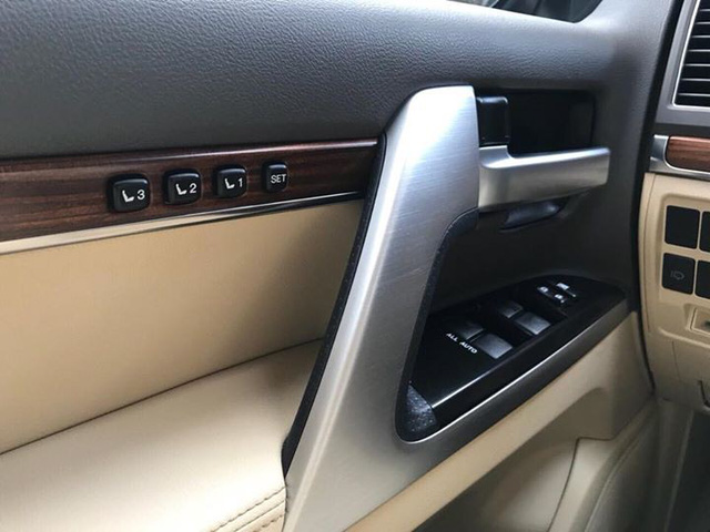 Toyota Land Cruiser VX 2016 lăn bánh 25.000km rao bán lại giá 3,8 tỷ đồng - Ảnh 9.