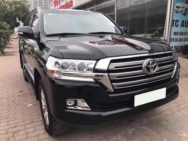 Toyota Land Cruiser VX 2016 lăn bánh 25.000km rao bán lại giá 3,8 tỷ đồng - Ảnh 1.