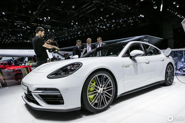 Xe gầm cao đưa Porsche thăng hoa tại Châu Á năm 2017 - Ảnh 2.