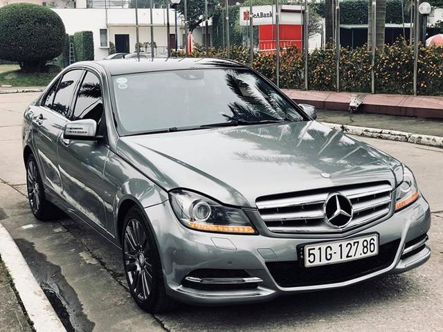 Mercedes-Benz C250 lăn bánh hơn 7 năm rao bán lại giá 695 triệu đồng - Ảnh 1.