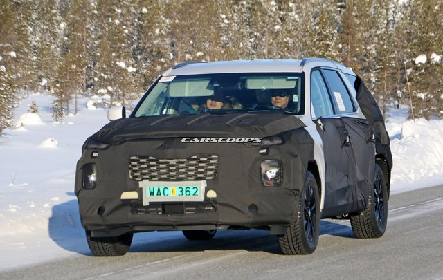 Hyundai chạy thử mẫu SUV cỡ lớn đầu tiên - đàn anh Santa Fe 2019 - Ảnh 1.