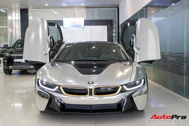 BMW i8 dán decal chrome bạc độc nhất Việt Nam rao bán lại giá 3,9 tỷ đồng - Ảnh 1.