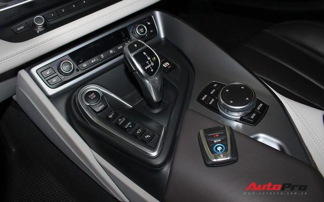 BMW i8 dán decal chrome bạc độc nhất Việt Nam rao bán lại giá 3,9 tỷ đồng - Ảnh 19.