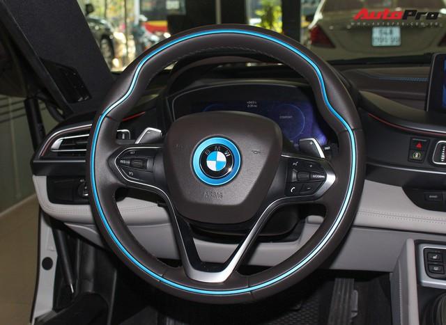 BMW i8 dán decal chrome bạc độc nhất Việt Nam rao bán lại giá 3,9 tỷ đồng - Ảnh 14.