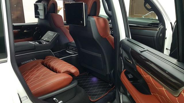 Lexus LX570 Super Sport bản limousine 4 chỗ chào hàng đại gia Việt - Ảnh 11.