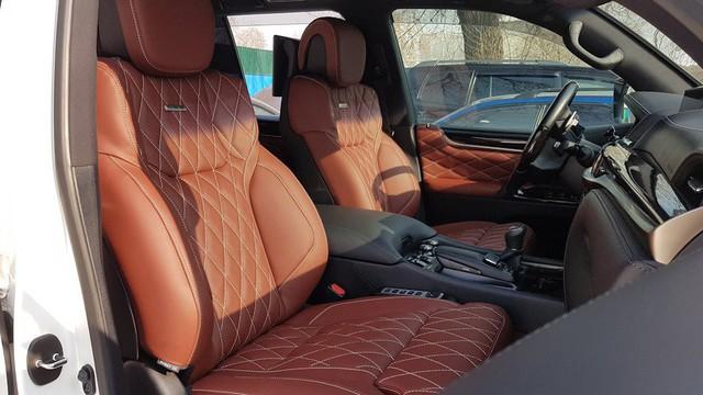 Lexus LX570 Super Sport bản limousine 4 chỗ chào hàng đại gia Việt - Ảnh 9.