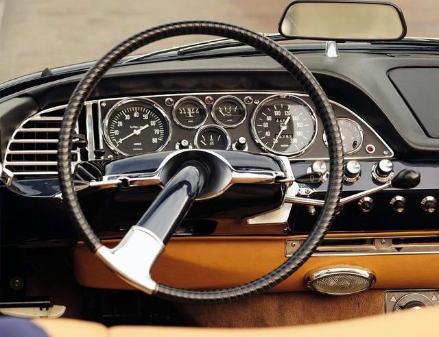 15 mẫu xe có vô lăng quyến rũ nhất mọi thời đại - Ảnh 4.