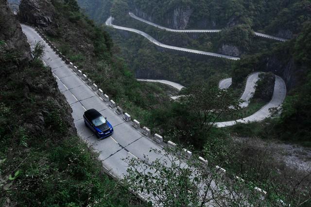 Range Rover Sport SVR 2018 vượt mặt Ferrari 458 Italia xác lập kỉ lục mới tại Thiên Môn - Ảnh 10.