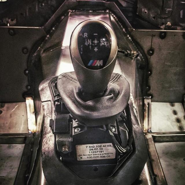 Thợ độ nhấc máy BMW V8 sang MINI Cooper, thay cả hệ dẫn động lẫn hộp số - Ảnh 10.