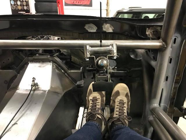 Thợ độ nhấc máy BMW V8 sang MINI Cooper, thay cả hệ dẫn động lẫn hộp số - Ảnh 9.