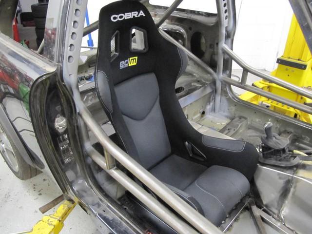 Thợ độ nhấc máy BMW V8 sang MINI Cooper, thay cả hệ dẫn động lẫn hộp số - Ảnh 11.