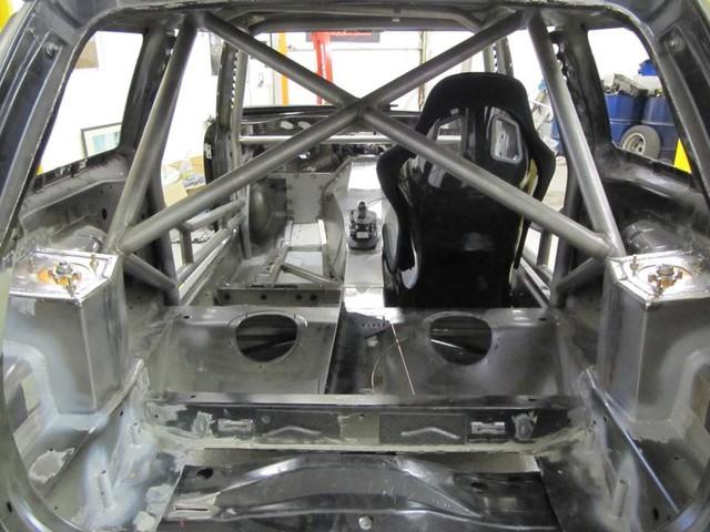 Thợ độ nhấc máy BMW V8 sang MINI Cooper, thay cả hệ dẫn động lẫn hộp số - Ảnh 12.
