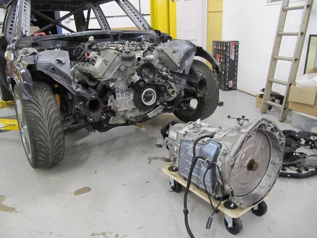 Thợ độ nhấc máy BMW V8 sang MINI Cooper, thay cả hệ dẫn động lẫn hộp số - Ảnh 2.