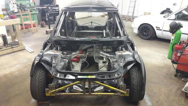 Thợ độ nhấc máy BMW V8 sang MINI Cooper, thay cả hệ dẫn động lẫn hộp số - Ảnh 6.