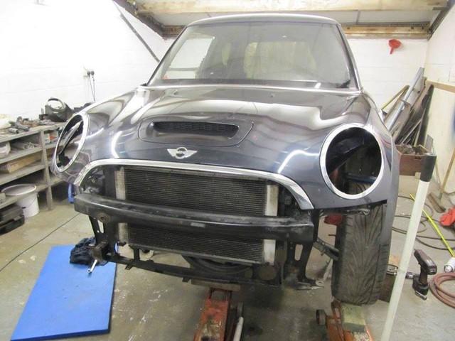 Thợ độ nhấc máy BMW V8 sang MINI Cooper, thay cả hệ dẫn động lẫn hộp số - Ảnh 4.