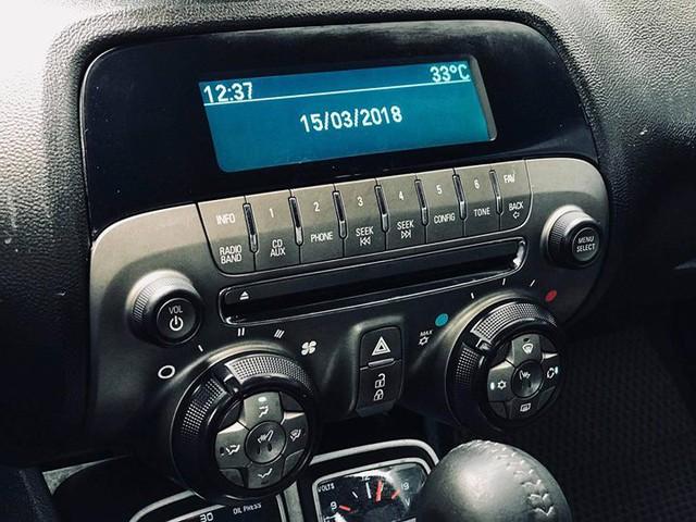 Xe thể thao Chevrolet Camaro 7 năm tuổi bán lại giá ngang Toyota Camry - Ảnh 12.