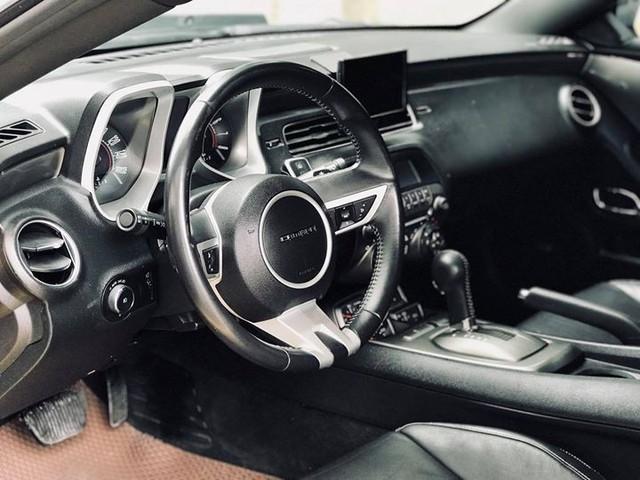 Xe thể thao Chevrolet Camaro 7 năm tuổi bán lại giá ngang Toyota Camry - Ảnh 10.