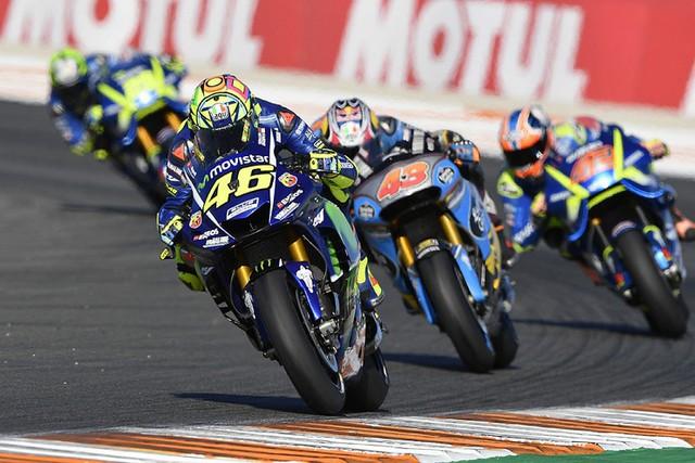 Valentino Rossi gia hạn hợp đồng với Yamaha, ở lại thêm 2 năm - Ảnh 1.