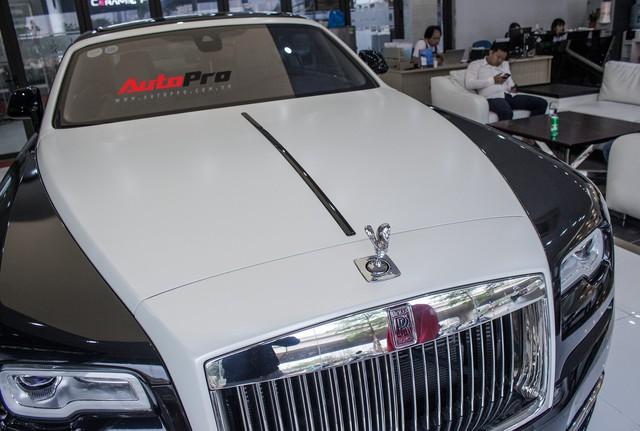 Rolls-Royce Wraith dán decal đổi màu phong cách Black Badge tại Hà Nội - Ảnh 20.