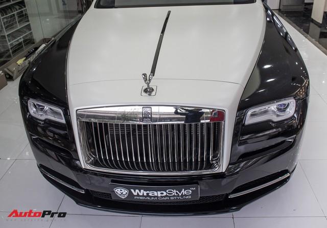 Rolls-Royce Wraith dán decal đổi màu phong cách Black Badge tại Hà Nội - Ảnh 2.