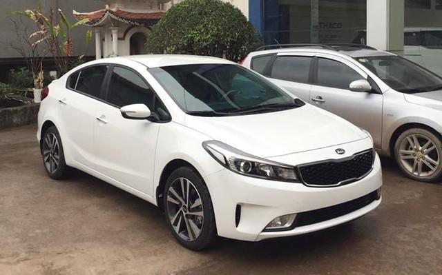 Sedan hạng C tại Việt Nam bắt đầu cuộc đua về giá và trang bị - Ảnh 1.