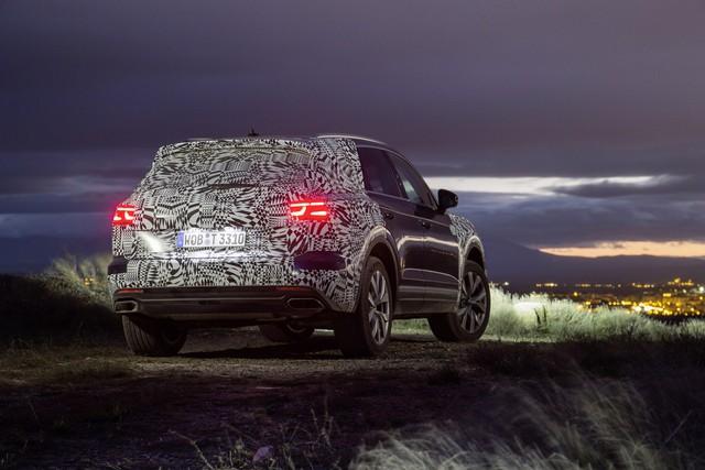 Volkswagen Touareg 2019 tham vọng cạnh tranh Porsche Cayenne - Ảnh 1.