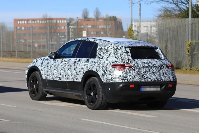Mercedes-Benz EQ C: Có quá trễ để tham gia bữa tiệc SUV? - Ảnh 4.