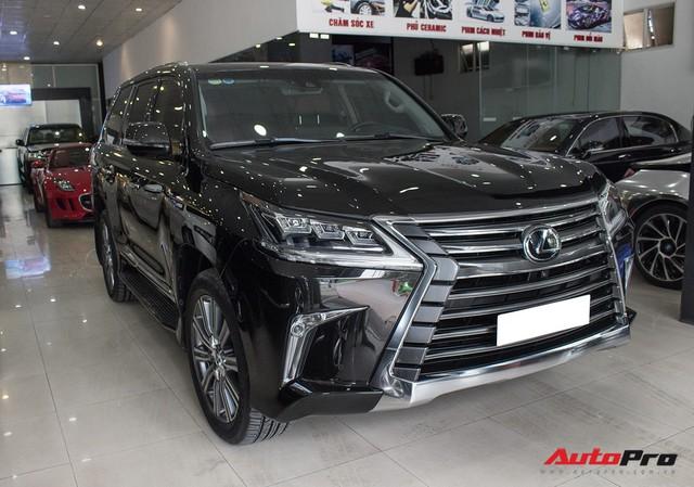Lexus LX570 2016 nhập Mỹ lăn bánh 20.000km bán lại giá 7,3 tỷ đồng - Ảnh 1.