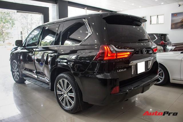 Lexus LX570 2016 nhập Mỹ lăn bánh 20.000km bán lại giá 7,3 tỷ đồng - Ảnh 3.