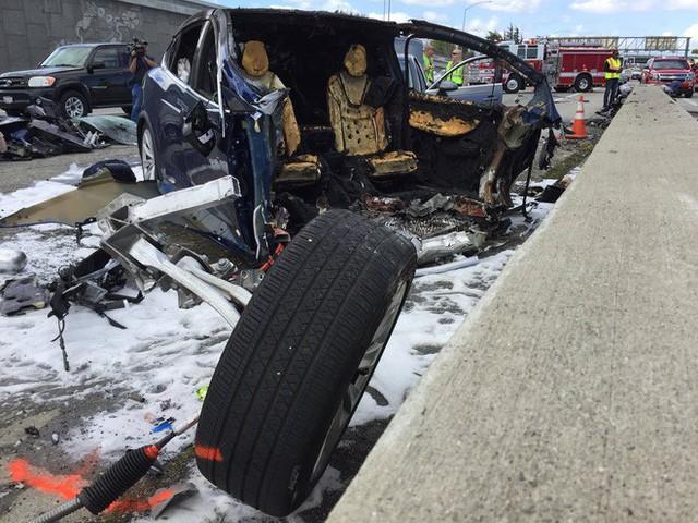 Xe điện Tesla lại gặp tai nạn khiến tài xế tử vong, lần này là Tesla Model X - Ảnh 2.