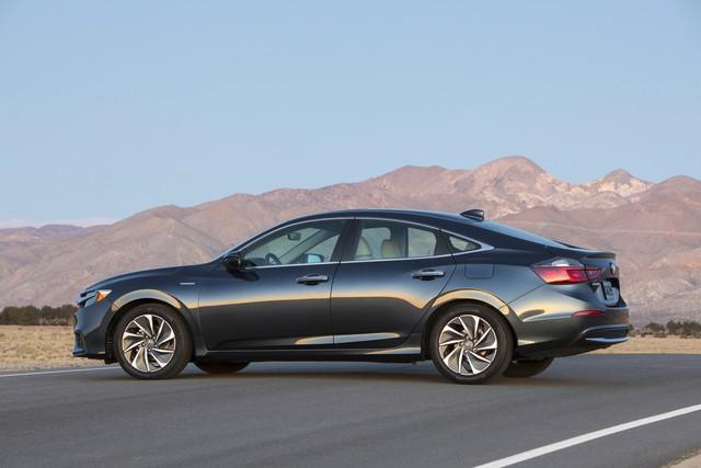 Nằm giữa Civic và Accord, Honda Insight 2019 chỉ ăn xăng 4,2 lít/100 km - Ảnh 5.